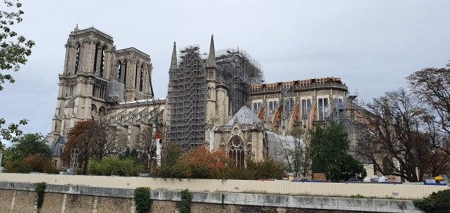 1920px-Paris_Notre-Dame_Die_Kathedrale_von_Südosten,_November_2019